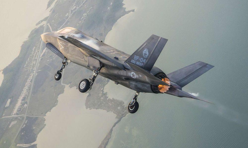 F 35 maniobra
