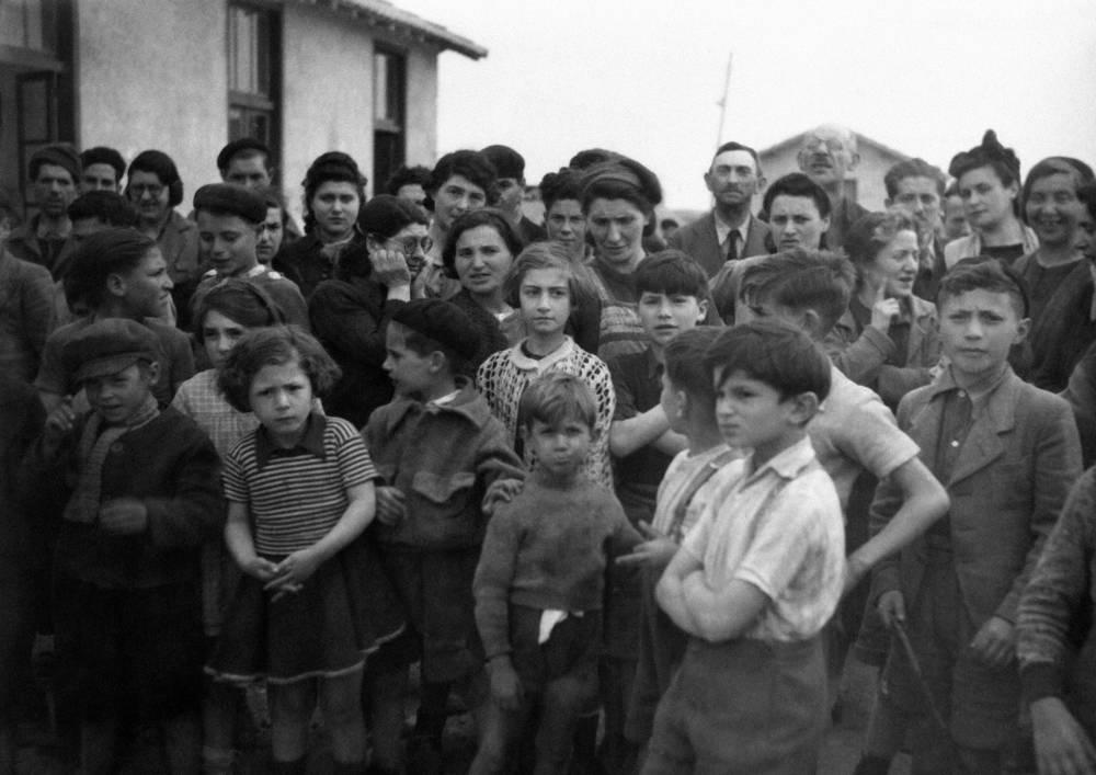 Grupo de internos en el campamento de Rivesaltes en Francia en marzo de 1941. (AP Photo / Vitchy)