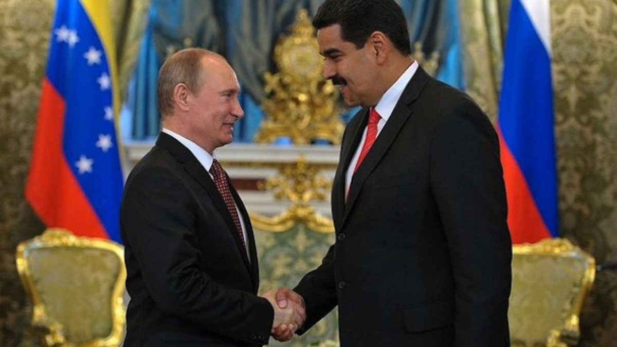 Putin y Maduro discuten sobre los precios del petróleo y el coronavirus