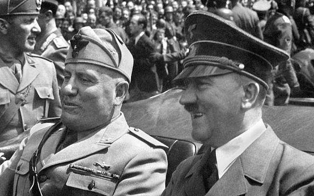 Ilustrativo: Benito Mussolini y Adolf Hitler durante un desfile que celebra su alianza (dominio público)