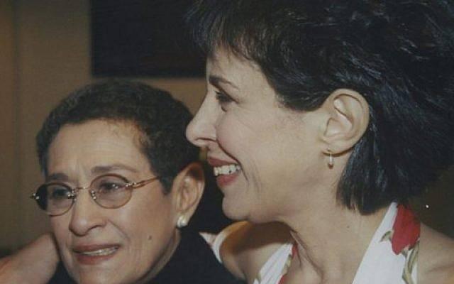 Yona Atari y su hermana
