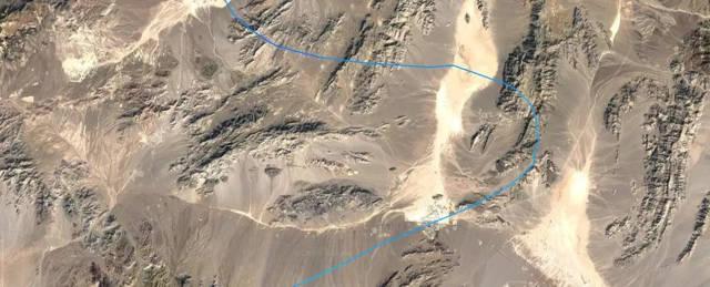 Luego giró hacia el este y voló directamente sobre Creech AFB, el corazón de las operaciones de aviones no tripulados de Estados Unidos.