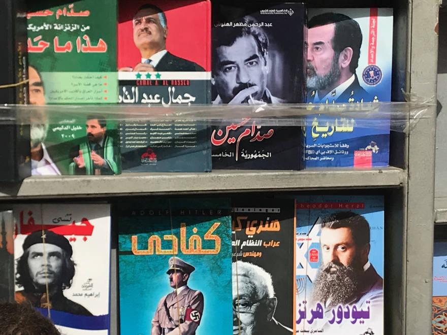 Libros aduladores y antisemitas sobre Hitler, Herzl, Saddam y Che a la venta en Amman, Jordania. 15 de febrero de 2019 - Adam Sacks