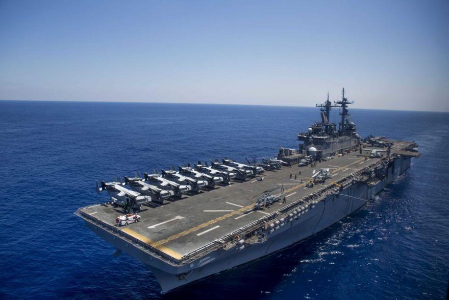El buque de asalto anfibio USS Wasp (LHD 1) avanza a través del mar Mediterráneo el 15 de agosto de 2016. (Foto del Cuerpo de Marines de los EE. UU. Por el soldado Ryan G. Coleman)