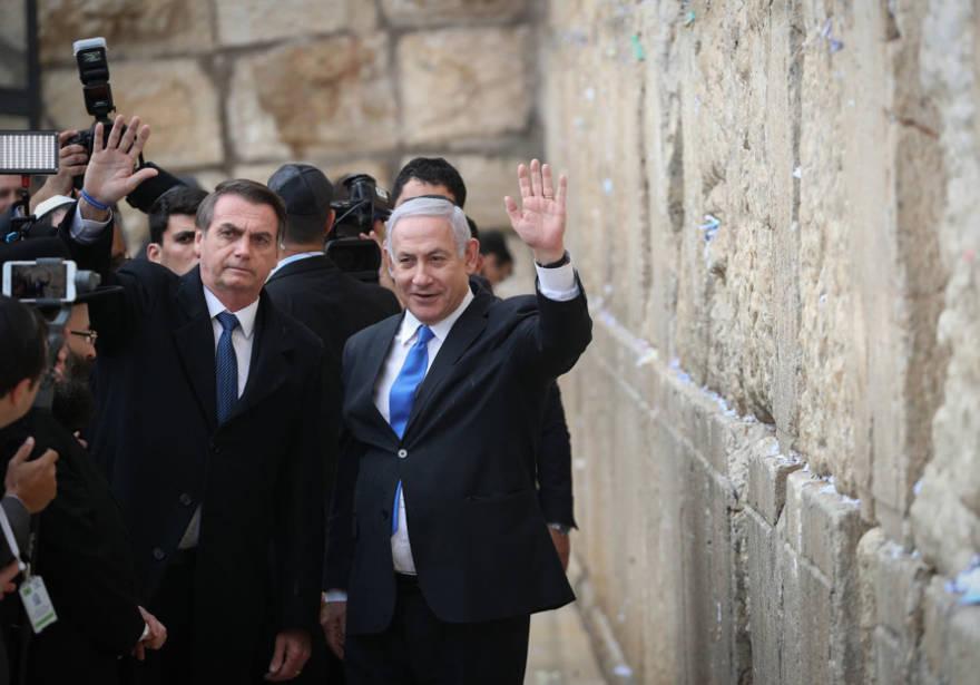 El primer ministro Benjamin Netanyahu con el presidente brasileño Jair Bolsonaro en el Muro Occidental el 1 de abril de 2019. (Crédito de la foto: YONATAN ZINDEL / FLASH 90)