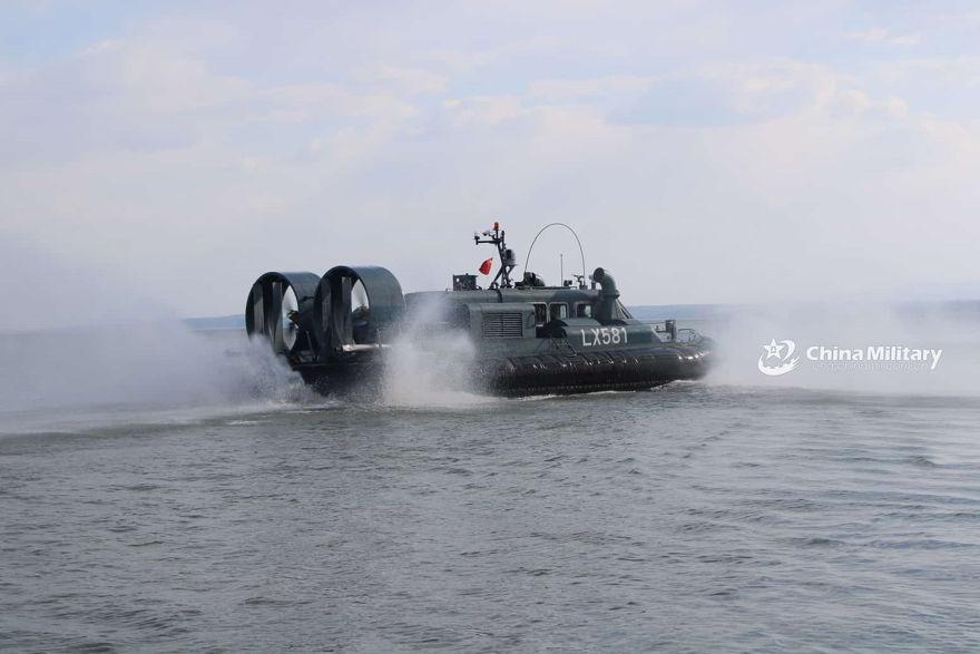 China utiliza moderno aerodeslizador para patrullar lago en su frontera con Rusia