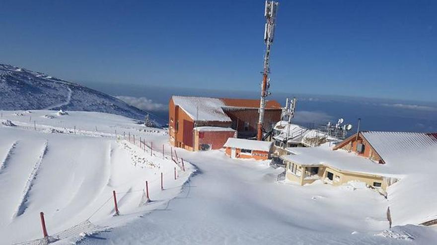 Monte Hermon cubierto de nieve el martes (Foto: Amir Abu Salah)