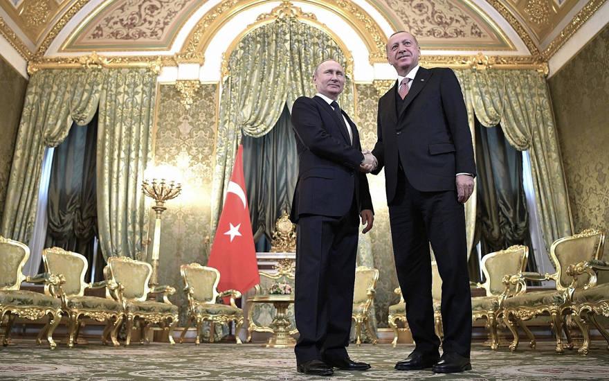El presidente ruso Vladimir Putin, a la izquierda, y el presidente turco, Recep Tayyip Erdogan, durante su reunión en el Kremlin en Moscú, Rusia, el 8 de abril de 2019. (Alexei Nikolsky, Sputnik, foto del grupo del Kremlin a través de AP)
