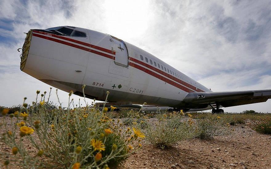 Boeing 707, número de serie. TWA N28714, se sienta en el área de reparación de daños de combate de aeronaves en el 309o Grupo Aeroespacial de Mantenimiento y Regeneración, jueves, 14 de mayo de 2015 en la Base de la Fuerza Aérea Davis-Monthan en Tucson, Arizona. El 29 de agosto de 1969 Los miembros del Frente Popular para la Liberación de Palestina (PFLP), incluida la ex miembro del Consejo Nacional Palestino Leila Khaled, secuestraron el avión. (Foto AP / Matt York)