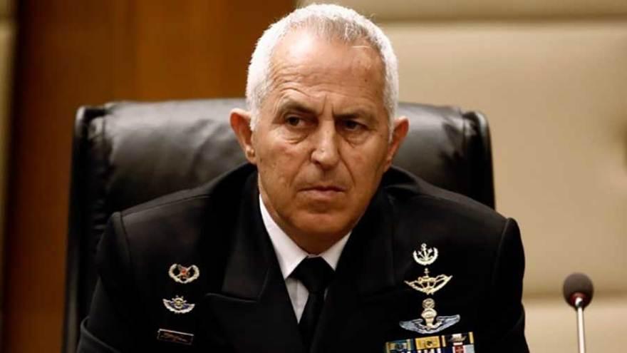 El Ministro de Defensa griego Evangelos Apostolakis. (reportero griego)