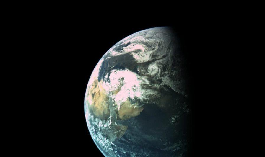 Nave espacial Bereshit de Israel envía foto impactante mientras se dirige a la Luna