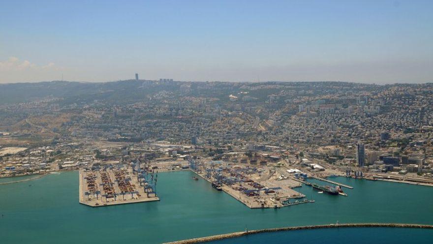 Vista aérea del puerto de Haifa, norte de Israel, 14 de junio de 2014. (Shay Levi / Flash90)