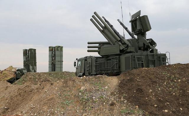 Pantsir-S1 con el S-400