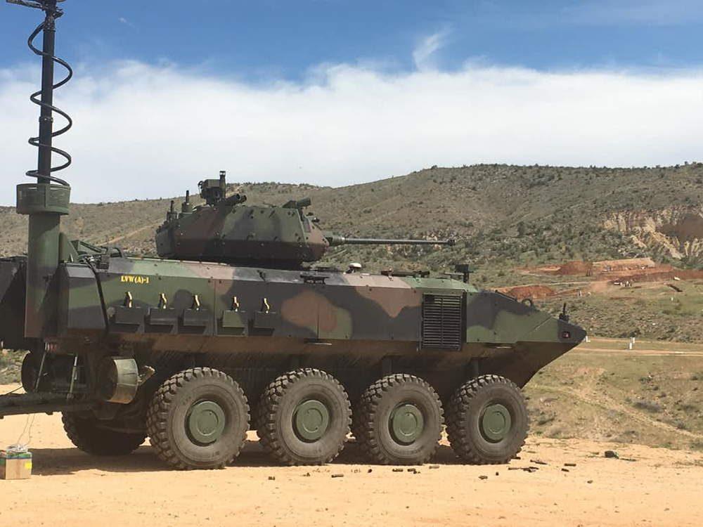 Vehículo de combate anfibio dispara cañones de 40 mm: destruye drones y camionetas