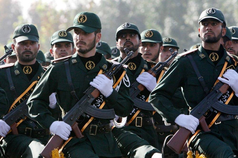 "Legisladores iraníes visten uniformes de IRGC y cantan ""Muerte a América"""