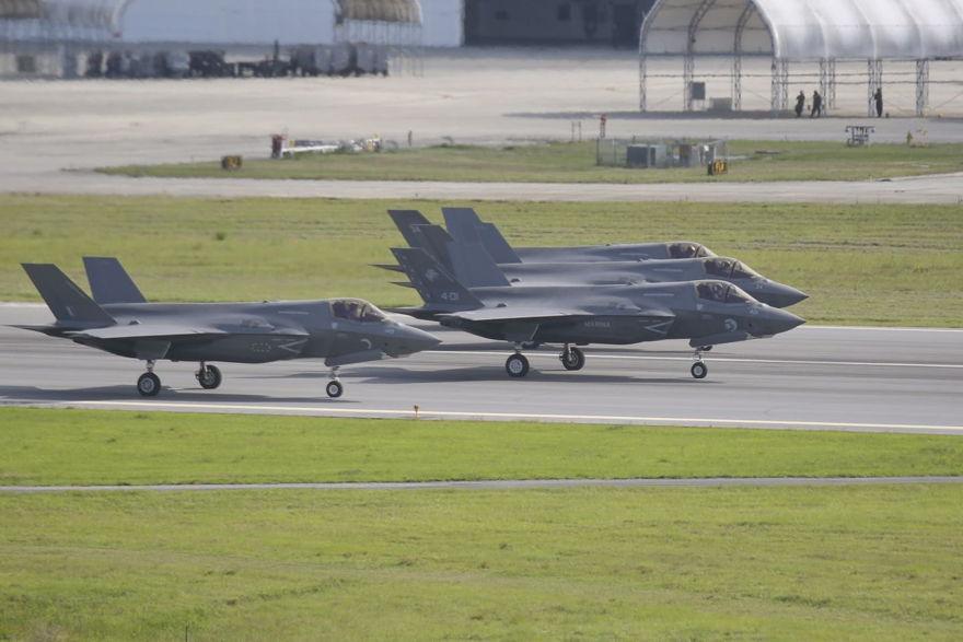 Cuatro cazas F-35B Lightning II.