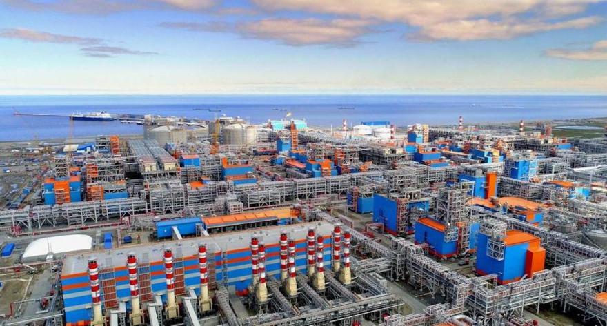 La planta de Yamal LNG con el puerto de Sabetta al fondo. (Fuente: Cortesía de Novatek)
