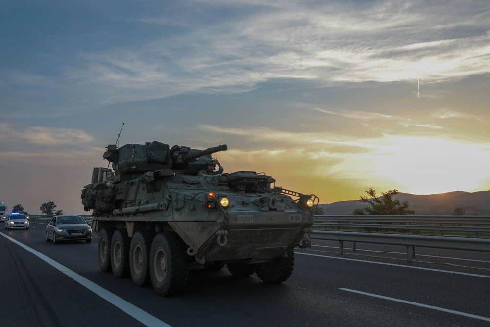 Ejército de Estados Unidos llevan a cabo con éxito una marcha táctica en Rumania