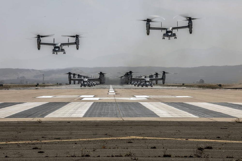 Cuerpo de Marines de EE.UU. demuestra un impresionante poder de combate durante vuelo masivo