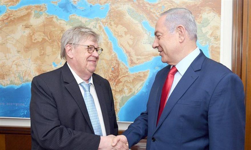 Netanyahu con Olli Heinonen. Crédito: Chaim Tzach / GPO