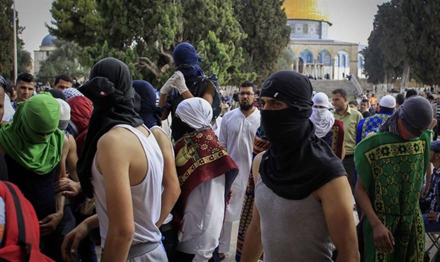 Alborotadores enmascarados en el Monte del Templo (Archivo) Muamar Awad / Flash90