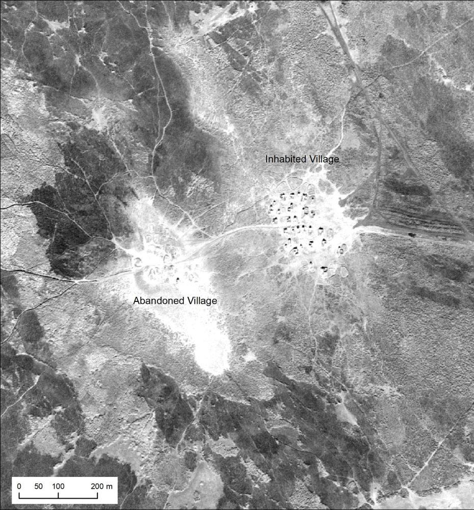 Una aldea de Marsh árabe abandonada y adyacente en el sur de Irak, tomada por la Misión U2 1554 en enero de 1960 (NARA)