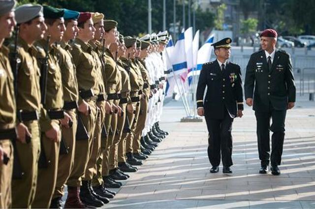 El General Kōji Yamazaki con el Jefe de Estado Mayor de las FDI Aviv Kochavi - Portavoz de las FDI