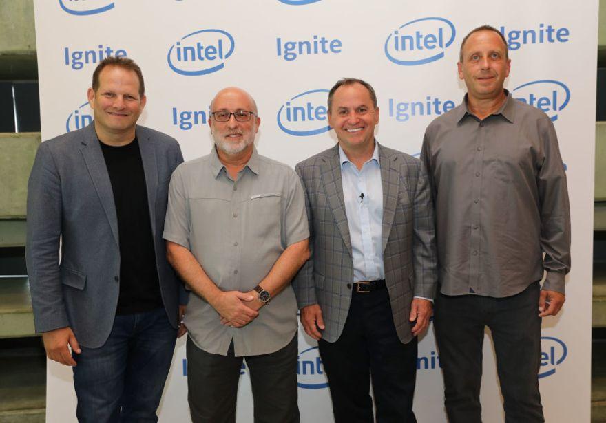 De izquierda a derecha: Tzahi (Zack) Weisfeld, Avner Goren, el CEO de Intel, Bob Swan y el gerente general de Intel Israel, Yaniv Garty. (Crédito de la foto: EZRA LEVY)