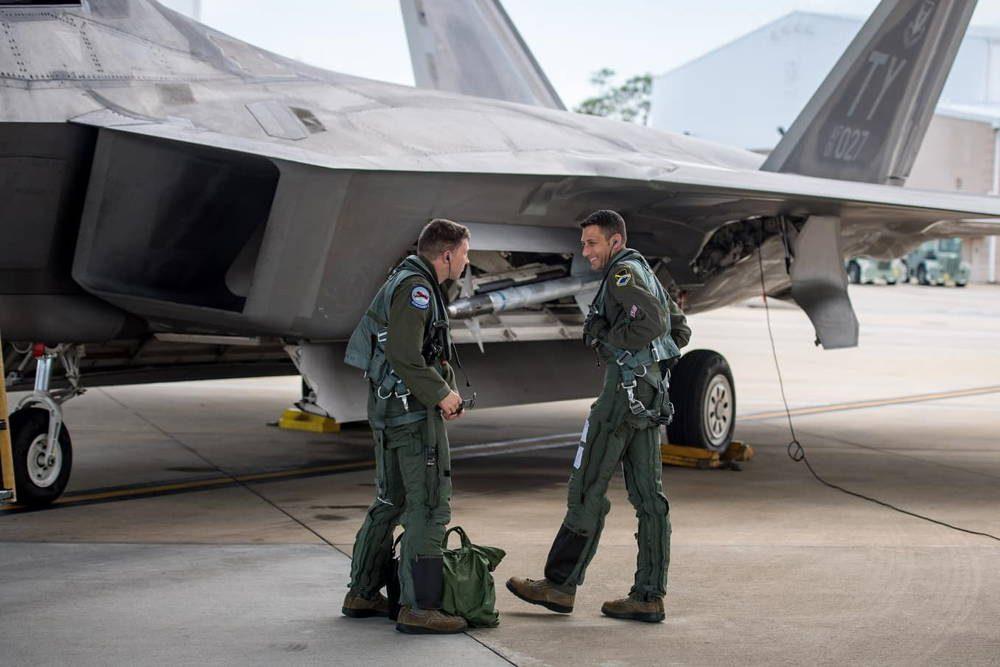 Pilotos del F-22 Raptor llevan a cabo entrenamiento para optimizar sus capacidades