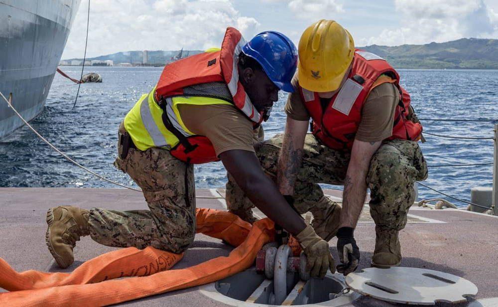 """La Marina de los EE.UU. presenta el """"tren marítimo"""" para equipos de descarga y carga"""