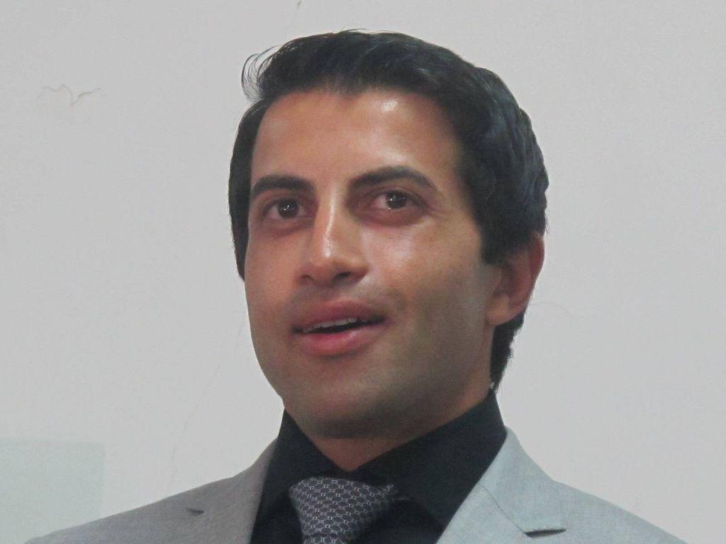 Musab Yousef, el primer hermano que rompió con Hamas. Aquí, en una rueda de prensa en Jerusalem. Musab se convirtió al Cristianismo y vive hoy en Estados Unidos.