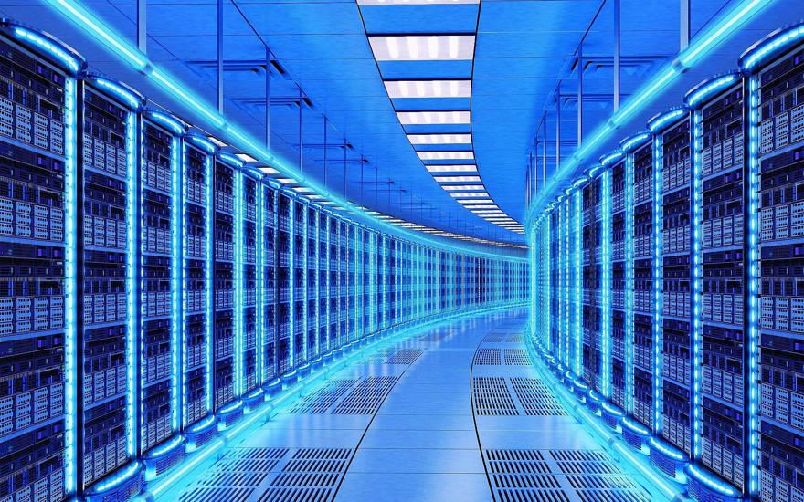 Una imagen ilustrativa de un centro de datos; granja de servidores (cybrain; iStock by Getty Images)