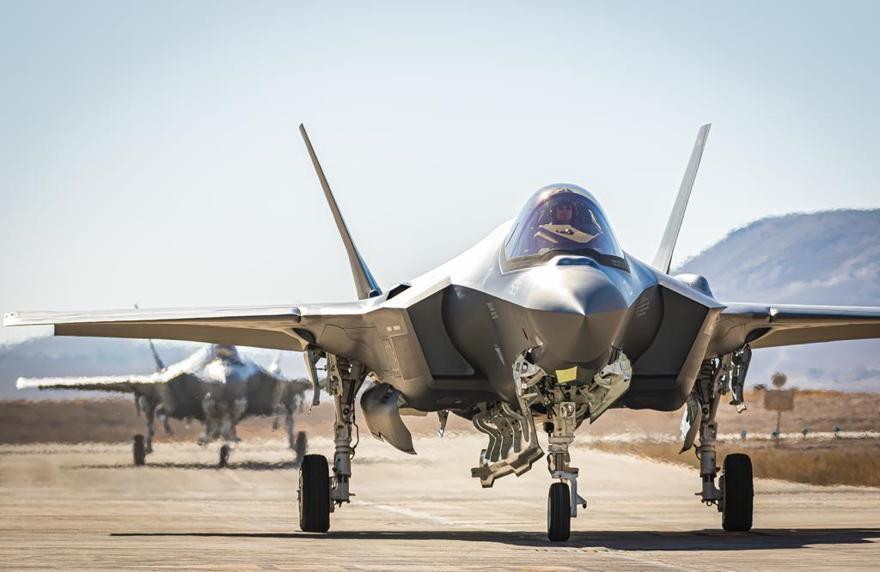 Dos nuevos cazas de combate F-35 aterrizan en la Base Aérea de Nevatim en el sur de Israel desde los Estados Unidos, el 14 de julio de 2019. (Fuerzas de Defensa de Israel)