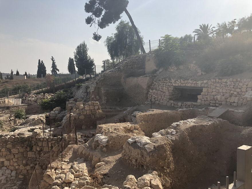 Las excavaciones arqueológicas de Mount Zion realizadas por la Universidad de Carolina del Norte, Charlotte, en cooperación con el Ashkelon Academic College, en el Parque Nacional de los Muros de Jerusalén, octubre de 2018. (Amanda Borschel-Dan / Times of Israel)