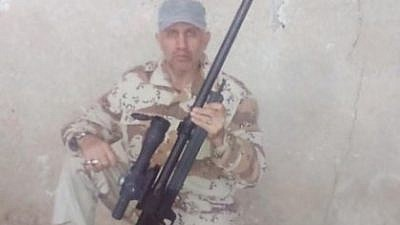 Abu Alfazl Sarabian, en la foto con un rifle de francotirador austríaco Steyr HS 50. Irán copió el diseño, lo renombró Sayyad AM-50 y se lo entregó a Hamas y la Jihad Islámica en la Franja de Gaza. Siria produce su propia versión, el Golán S-01. Crédito: medios iraníes.