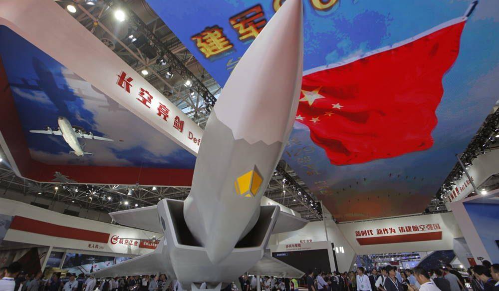 China revela la capacidad de transporte de misiles del caza furtivo J-20 en la feria aérea de Zhuhai
