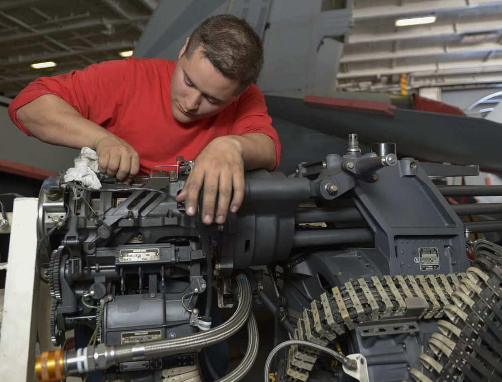 Marina de EE.UU. adjudica contrato a General Dynamics para la adquisición de las armas Gatling de F/A-18