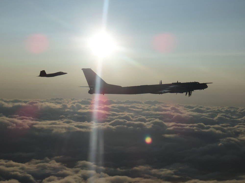 Cazas F-22 de EE.UU. interceptan dos bombarderos Tu-95 Bear de Rusia