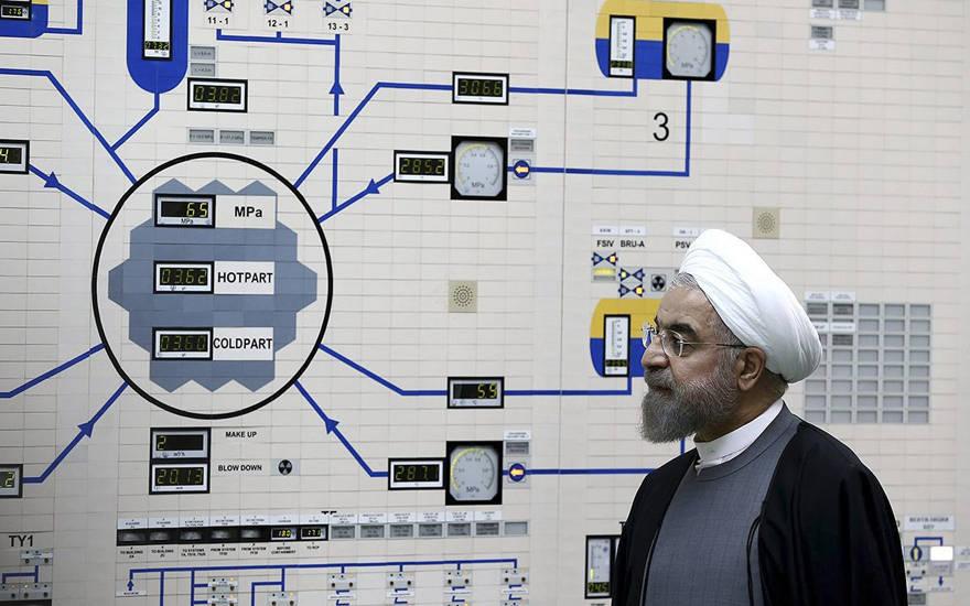 El presidente iraní, Hassan Rouhani, visita la central nuclear de Bushehr a las afueras de Bushehr, Irán, el 13 de enero de 2015. (Oficina de la Presidencia iraní, Mohammad Berno / AP)