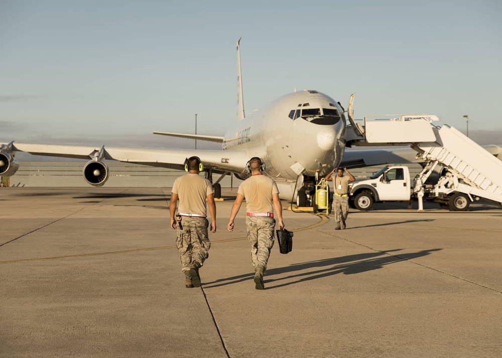 Fuerza Aérea de EE.UU. evacua los aviones Joint STARS a Tinker