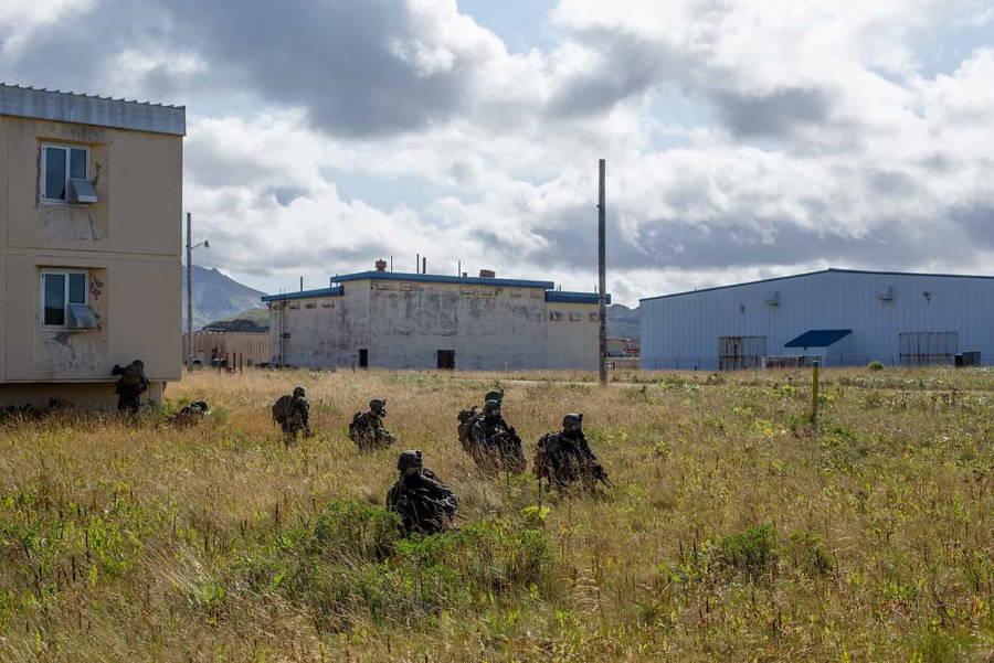 Marines de EE.UU. realizan operaciones de ataque aéreo en Alaska