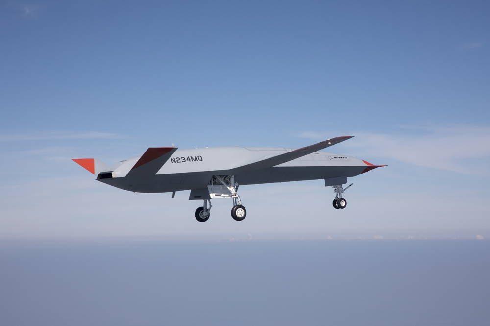 Boeing publicó imágenes que muestran el primer vuelo de un avión de reabastecimiento no tripulado