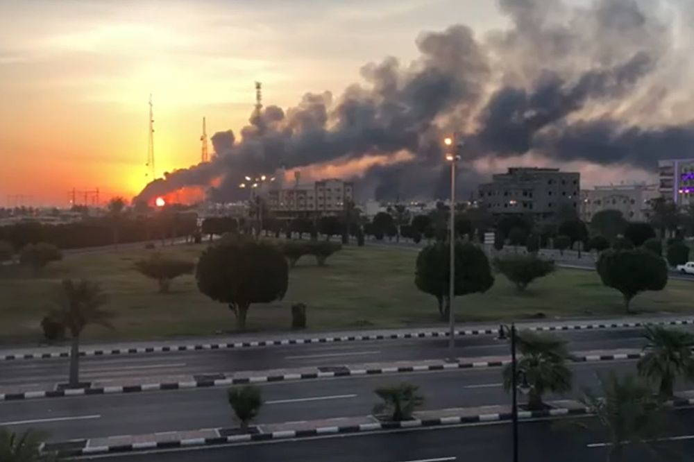 Líder supremo de Irán aprobó el ataque a instalaciones petroleras saudíes