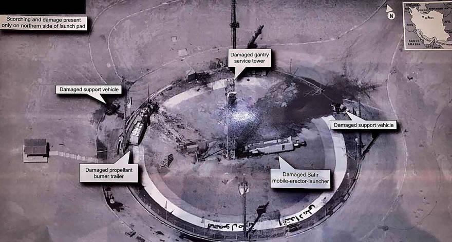 Esta imagen tomada de la cuenta de Twitter del presidente de los Estados Unidos, Donald Trump, muestra lo que parece ser una foto de inteligencia estadounidense de las secuelas de una explosión en el Centro Espacial Imam Khameini de Irán el 29 de agosto de 2019, con los restos humeantes de un cohete en un lanzamiento. almohadilla en el centro. (Twitter a través de AP)