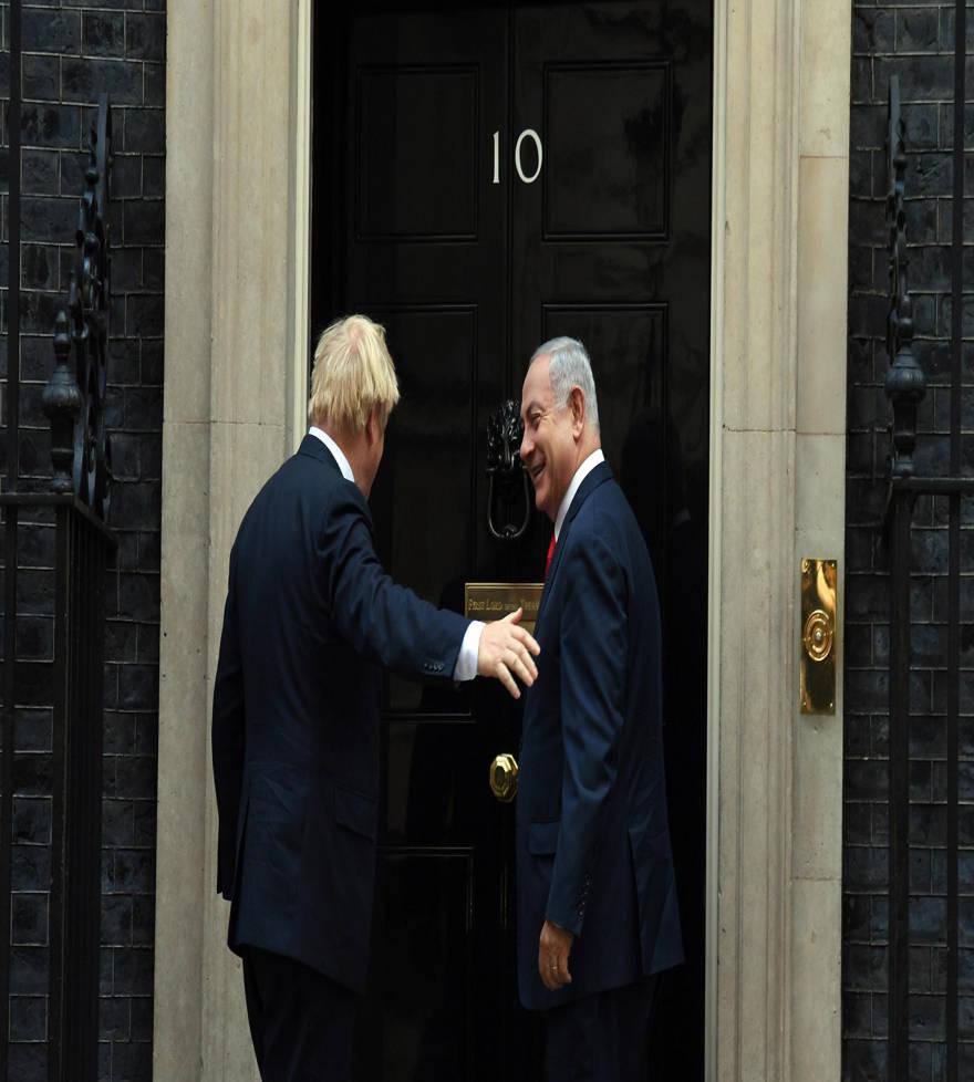 El primer ministro del Reino Unido, Boris Johnson, da la bienvenida al primer ministro Netanyahu a 10 Downing Street, 5 de septiembre de 2019 (Haim Tzach / GPO)