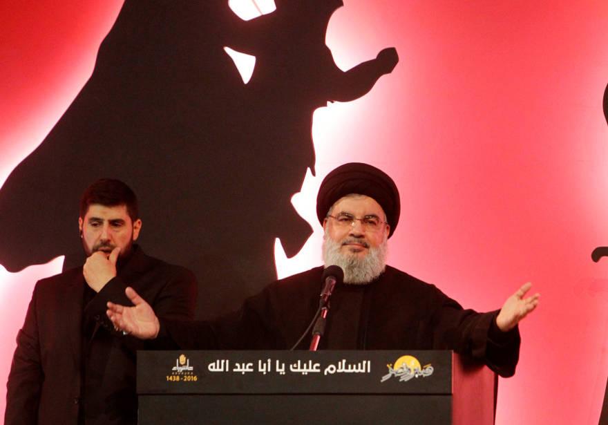 El líder de Hezbolá, Sayyed Hassan Nasrallah, se dirige a sus seguidores durante una aparición pública en una procesión religiosa. (Crédito de la foto: AZIZ TAHER / REUTERS)