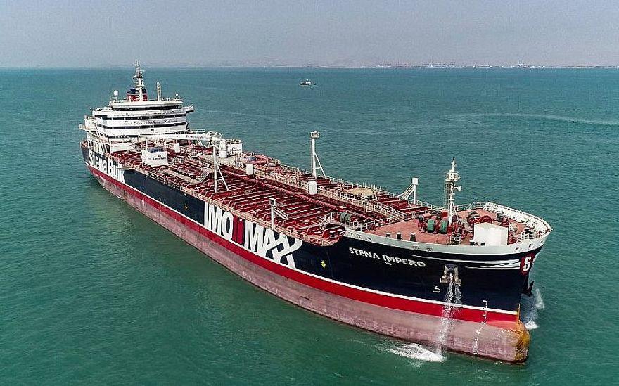 Esta imagen tomada el 27 de septiembre de 2019 muestra al petrolero de bandera británica Stena Impero cuando sale del puerto de Bandar Abbas en el sur de Irán (Mehdi DEHDAR / Fars news / AFP)