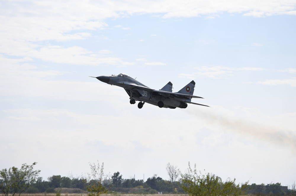 Cazas F-16 de la USAF realizaron entrenamiento aire-aire con MiG-29 de Bulgaria