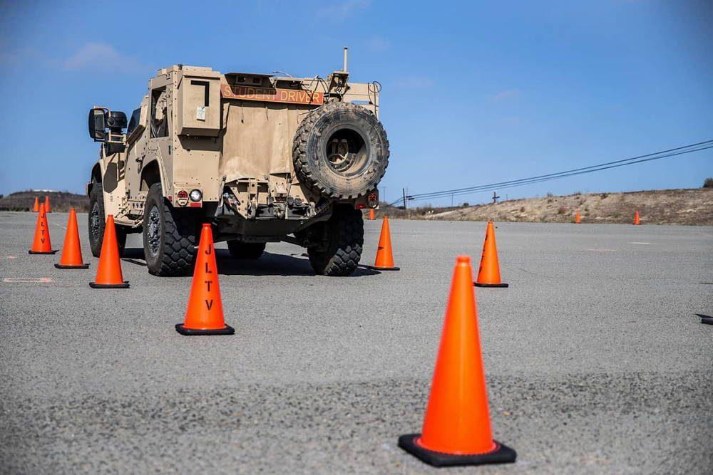 Cuerpo de Marines de EE.UU. lanza curso de entrenamiento de JLTV en el Campamento Pendleton