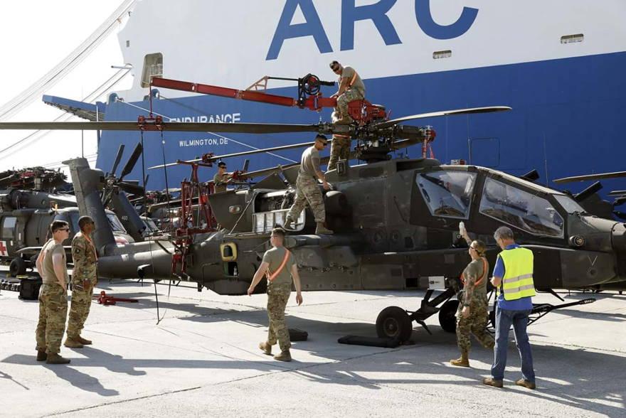 Cargamento masivo de helicópteros del ejército de EE.UU. fue visto en Grecia